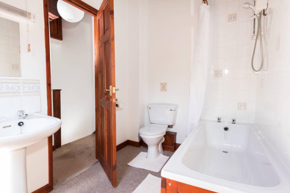 Heron Cottage bathroom
